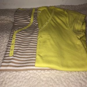 Setof 2 Old Navy tees Size Small